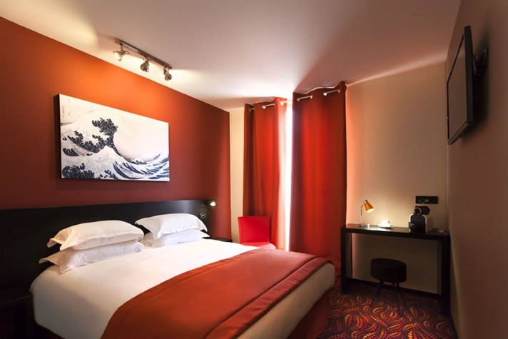 Hôtel helussi à Paris